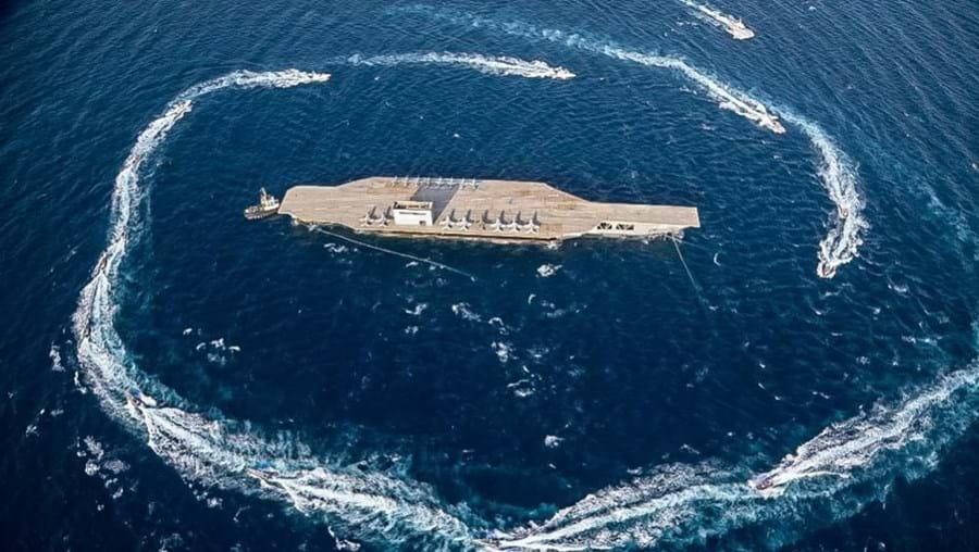 Irão bombardeia porta-aviões falso e deixa Estados Unidos em 'pé de guerra'