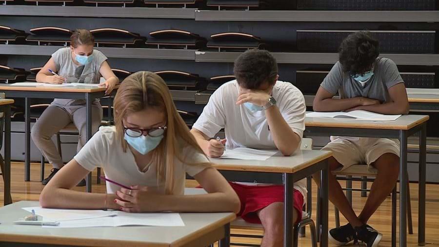 Alunos, professores e pessoal não docente terão duas máscaras reutilizáveis