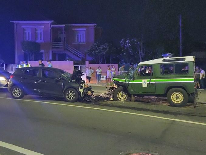 Três feridos em colisão entre carro e viatura da GNR em Santa Maria da Feira