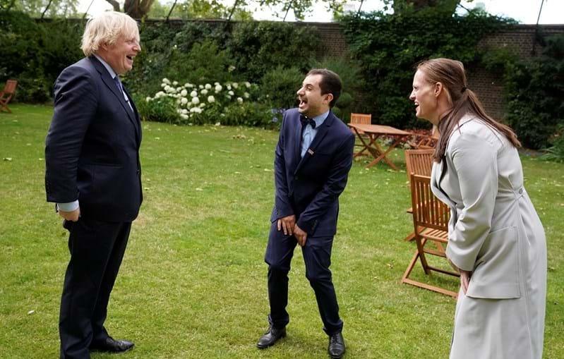 Luís Pitarma e a enfermeira neozelandesa Jenny McGee com Boris Johnson