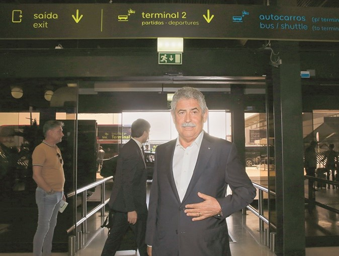Luís Filipe Vieira  tem previsto viajar nas próximas horas para o Brasil