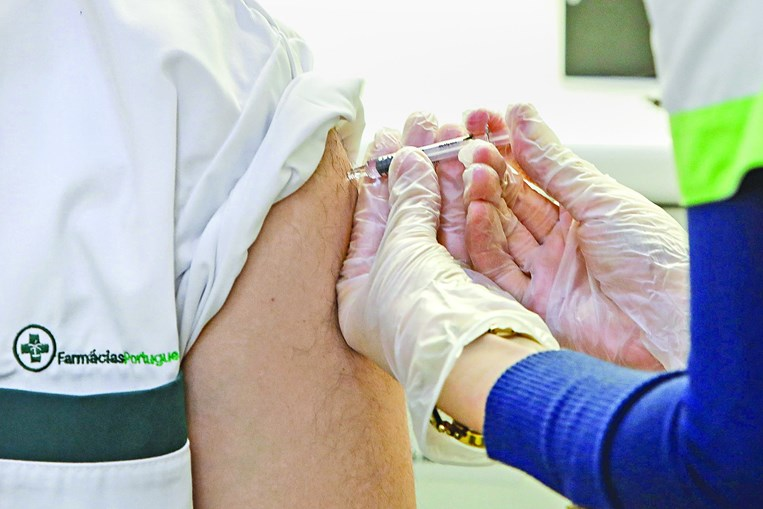 Governo reforçou o stock  de vacinas contra a gripe em 38% comparativamente a 2019