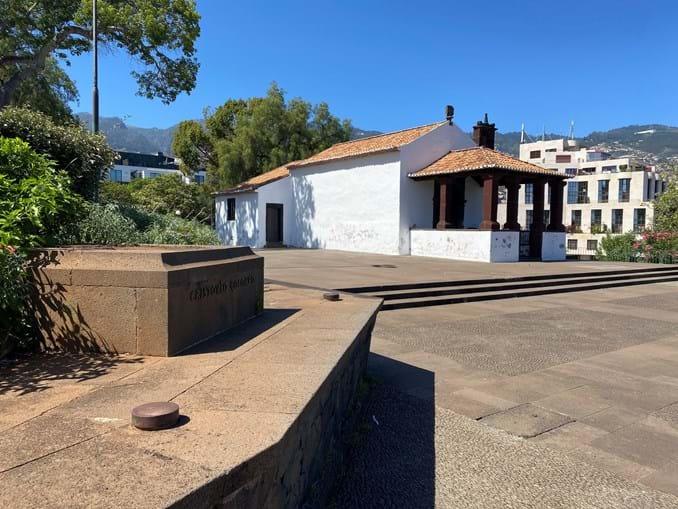 Estátua de Cristóvão Colombo derrubada em jardim do Funchal