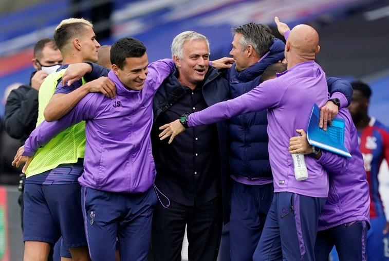 Mourinho leva Tottenham à Europa
