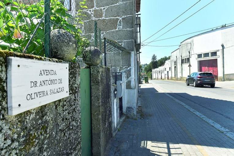 A avenida onde fica a casa em que Salazar nasceu e cresceu no Vimieiro, em Santa Comba Dão
