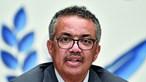 Diretor-geral da OMS diz que cumprimento com cotovelo é de evitar e dá solução: levar a mão ao coração