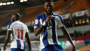 """""""Trabalhei que nem um louco"""": Mbemba conta como conquistou lugar na defesa do FC Porto"""