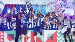 FC Porto homenageou Casillas e chamou antigo guarda-redes para erguer a Taça de Portugal