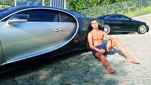 Cristiano Ronaldo tira carros de luxo de Turim
