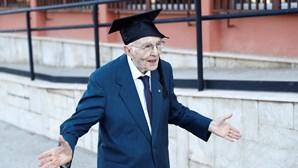 Giuseppe Paterno, o aluno mais velho de Itália, formou-se aos 96 anos