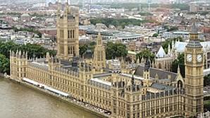 Ex-ministro do Reino Unido apanhado por violação e assédio