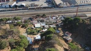 Filas de fome: Pobreza aumenta e gera onda de sem-abrigo em Setúbal devido à pandemia