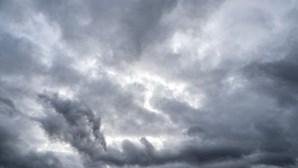 Segunda-feira nublada com chuva em alguns pontos do País