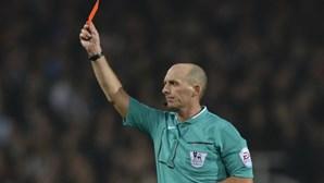 Tossir para cima do adversário vai valer expulsão direta no futebol