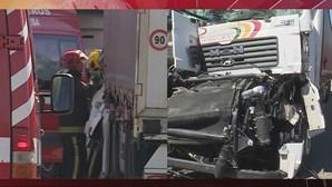 Dois feridos em colisão entre camiões na A42 em Valongo