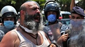 Cortes frequentes de energia levam a confrontos entre manifestantes e polícia no Líbano