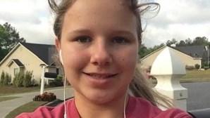 Menina de 15 anos em coma após ser atacada por dois cães que lhe arrancaram o couro cabeludo