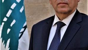 """Primeiro-ministro libanês garante que o responsável pelas explosões """"vai pagar o preço"""""""