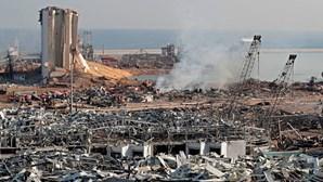 """Presidente libanês afirma que explosão no porto de Beirute se deverá """"a negligência ou míssil"""""""