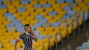 Gilberto, jogador do Fluminense, assina contrato de cinco anos com o Benfica