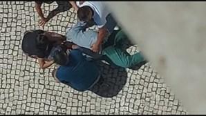 Homem dá tiro no irmão por vingança e foge em Porsche em Almada