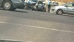 Carro da PSP fica destruído em colisão