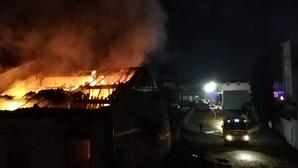 Sem abrigo morre em incêndio que consumiu prédio devoluto na Póvoa de Varzim