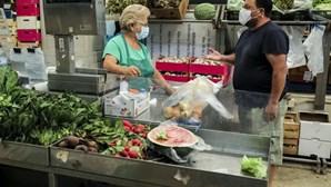 """""""Muito complicado"""": Comerciantes do Mercado da Ribeira em Lisboa enfrentam dificuldades devido à falta de clientes"""