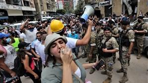 Destruição e revolta nas ruas de Beirute