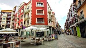 Novos surtos causam alarme em Espanha