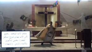 Explosão em Beirute: Tecto de igreja cai sobre padre durante missa. Veja as imagens