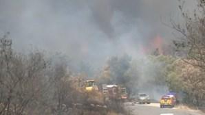 Incêndio com origem no Fundão chega à Covilhã e atinge carro dos bombeiros