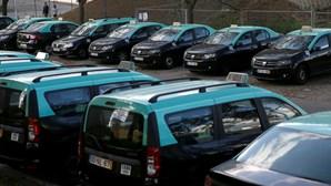 Meio milhar de taxistas já pediu suspensão da licença