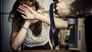 Dormia com faca para intimidar companheira