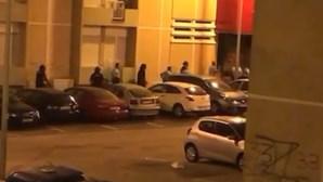 GNR atacada com pedras e garrafas em Almada obrigada a disparar para o ar