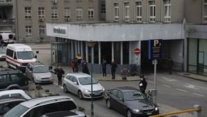 Homem ameaça PSP com faca no Hospital de Santa Maria