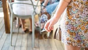 Beatas de cigarro no chão podem valer multa até 1500 euros