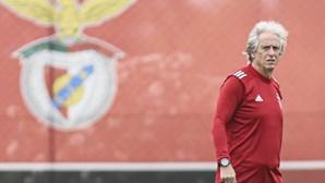 Jorge Jesus decide entre Vertonghen e Cabrera para comandar defesa do Benfica