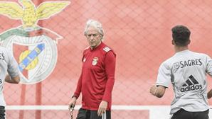 Jesus dá apertão aos jogadores do Benfica logo no primeiro dia