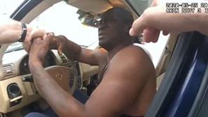 Novo vídeo mostra desespero de George Floyd no momento da detenção