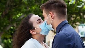 Sexo durante a pandemia? Saiba como e com quem o fazer em segurança