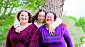 """""""Vou fazer tudo para ficar com o meu irmão"""": filha de mulher que morreu no parto quer ficar com bebé orfão"""