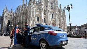 Homem armado com faca faz segurança refém na Catedral de Milão