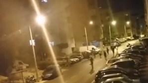 Jovem de 16 anos esfaqueado em rixa. Agressões ficaram registadas em vídeo