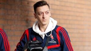 Özil explica por que não aceitou reduzir salário de 387 mil euros por semana na quarentena