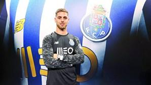Cláudio Ramos no FC Porto com mão de Vítor Baía