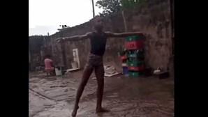 Miúdo nigeriano ganha bolsa de estudo em Nova Iorque por vídeo viral