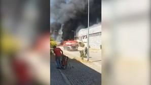 Incêndio consome fábrica de solas de sapatos na Póvoa de Lanhoso