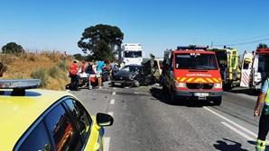 Colisão entre carro e veículo pesado faz dois feridos em Beja