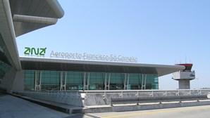 Estudante detido no aeroporto do Porto com bastão extensível